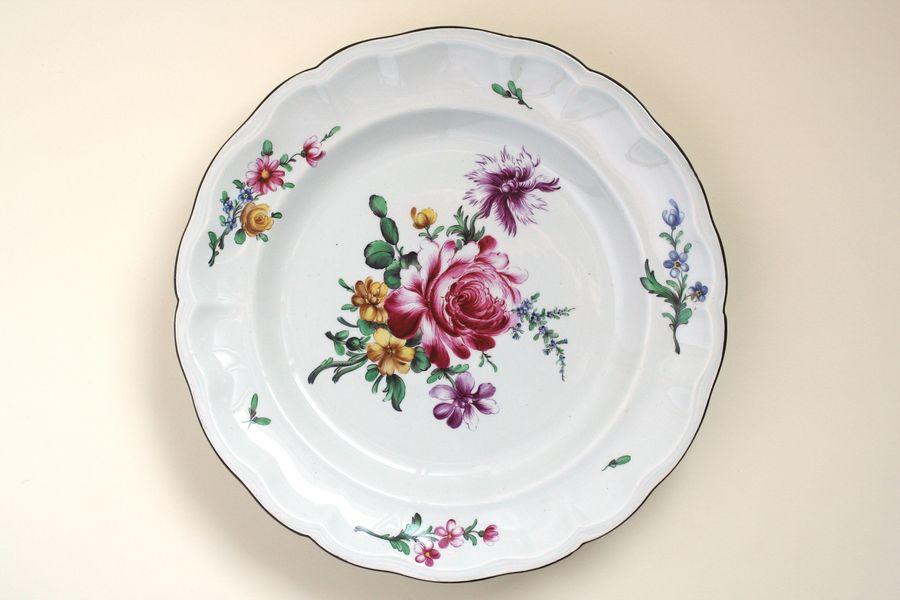 Le livre des bijoux en porcelaine for Assiette de decoration